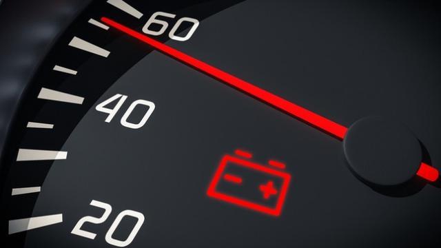 Lampu Peringatan Baterai Menyala di Dashboard Mobil