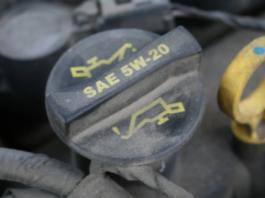 Pilihan Oli yang Tepat Untuk Mesin Mobil Anda
